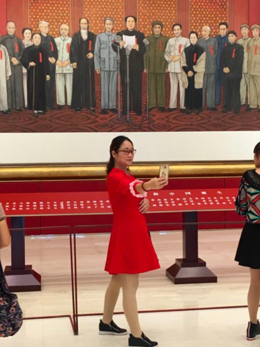 Abb. 3 Selfie-Produktion im Chinesischen Nationalmuseum, Peking (Foto: MM)